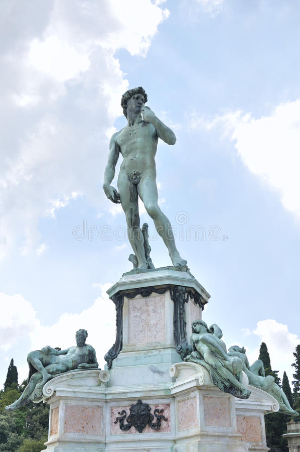 statue-david-plaza-michelangelo-bronze-replica-ot-located-florence-italy-49914879
